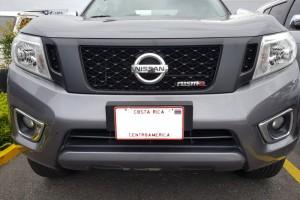 Parrilla para Nissan NP300 2